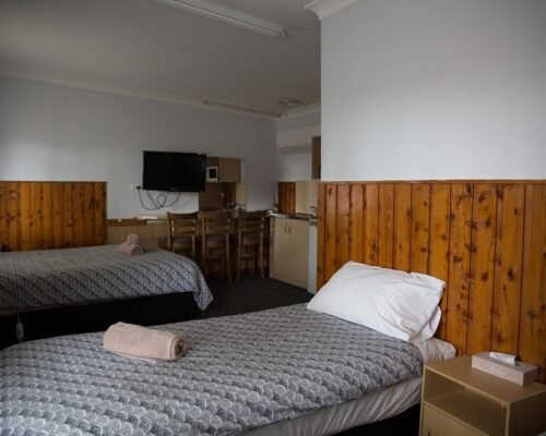 Bourke-Accommodation-Standard-Queen-Family-Room (10)