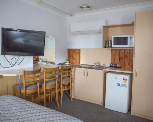 Bourke-Accommodation-Standard-Queen-Family-Room (20)